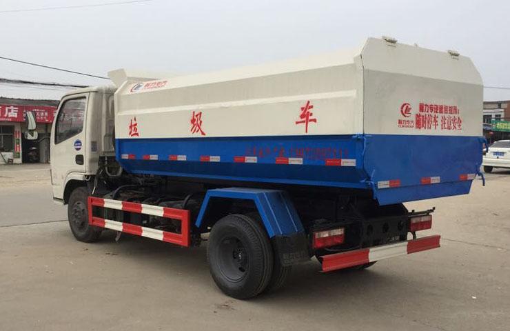 东风153挂桶式垃圾车