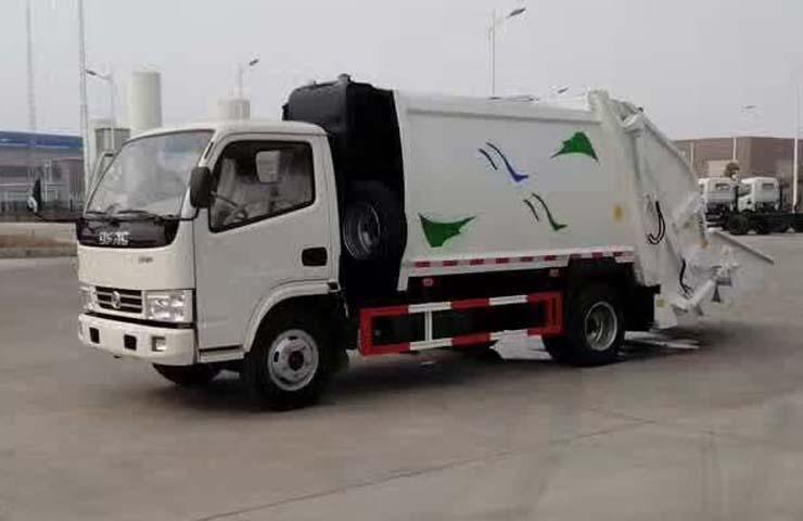 东风小霸王压缩式垃圾车