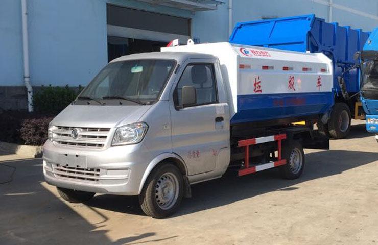 东风小康挂桶式垃圾车