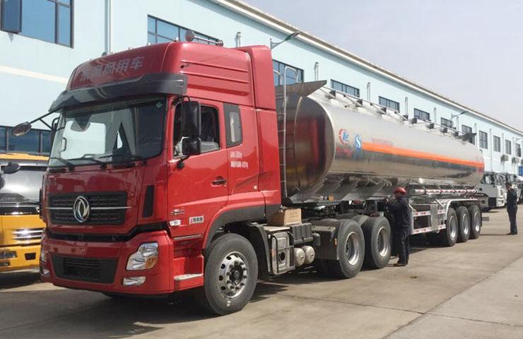 程力威牌CLW9405GYY型48立方铝合金运油半挂车
