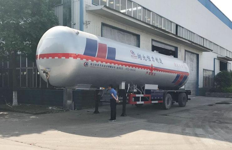 程力威牌CLW9400GYQC型56立方液化气体运输半挂车(丙烷)