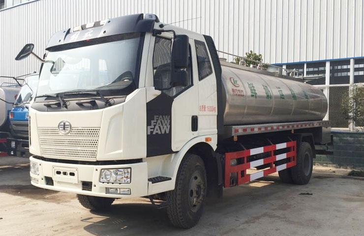 解放J6鲜奶运输车