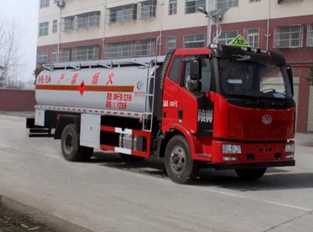 解放J6油罐车