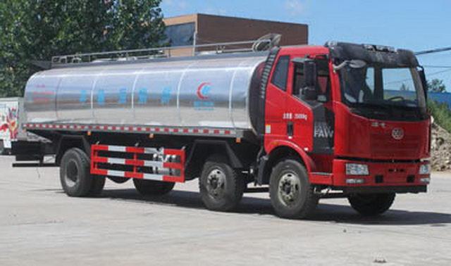 解放J6前四后四牛奶运输车(国四)