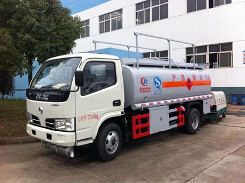 东风小多利卡2.4立方加油车图片.jpg
