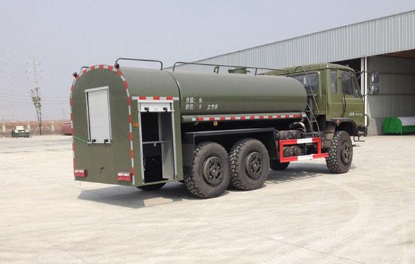 东风双排六驱10吨越野军用洒水车背面图片3.jpg