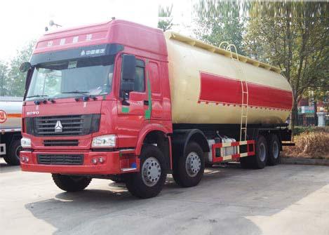 重汽豪沃前四后八散装水泥运输车(国三)